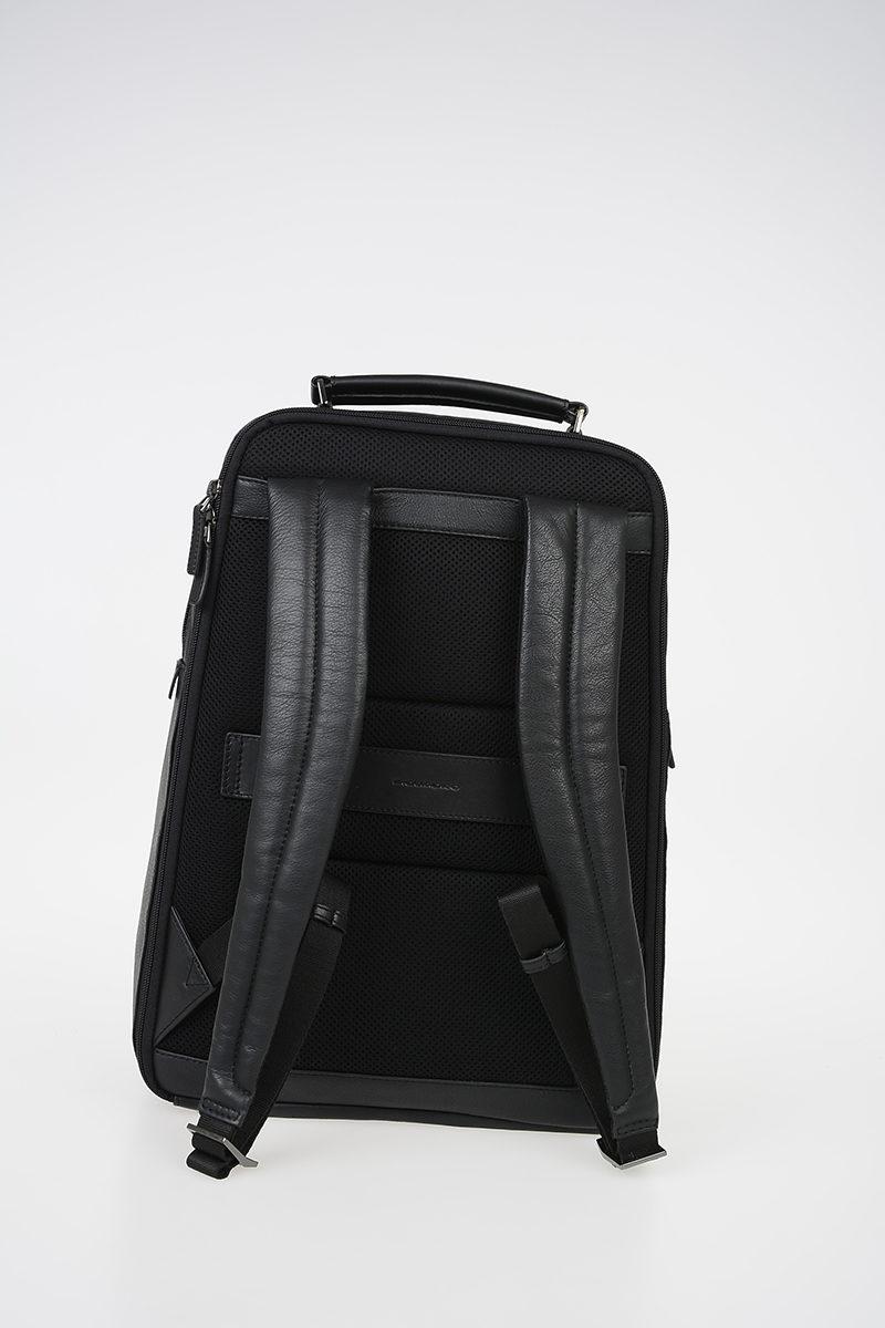 a78c349f8b BAE Zaino in Pelle Porta iPad e Tablet Nero Piquadro uomo - Cuoieria ...
