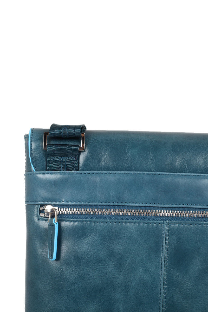 BLUE SQUARE Borsello a Tracolla Blu Piquadro uomo - Cuoieria Shop On ... aa67a95bd63